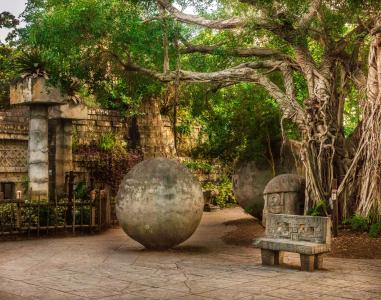Palm Beach Zoo Mayans Plaza